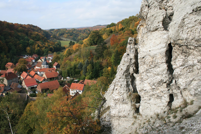 Questenberg mit Gipsfelsen- Foto B. Ohlendorf
